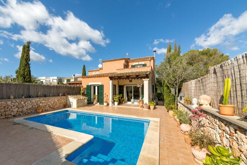 09 Mallorca El Paraiso House Exterior View Termin